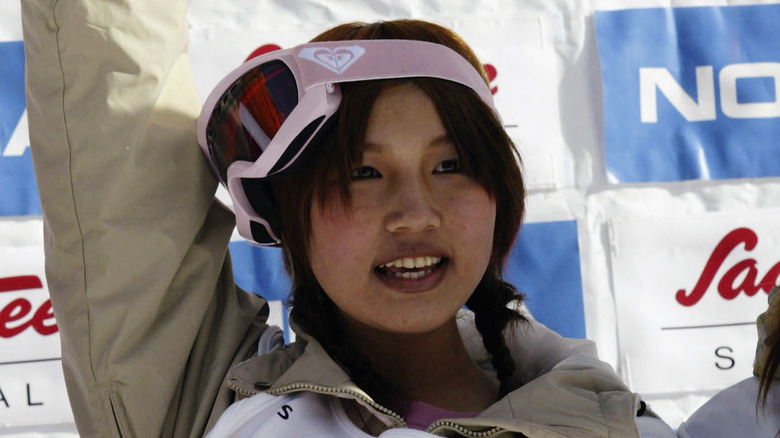 Melo Imai waving