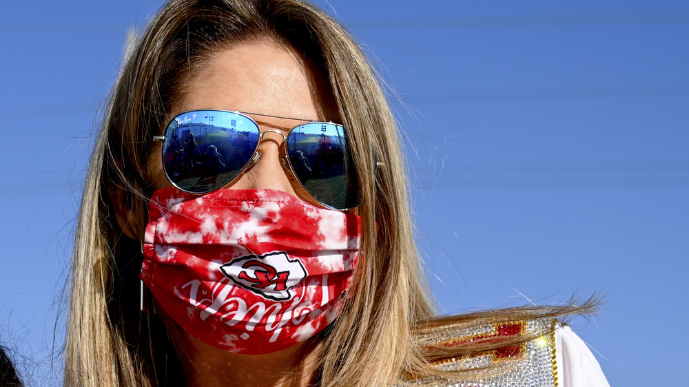 Patrick Mahomes' mom, Randi, wears sunglasses