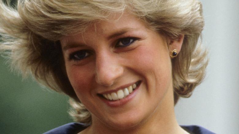 Princess Diana, posing