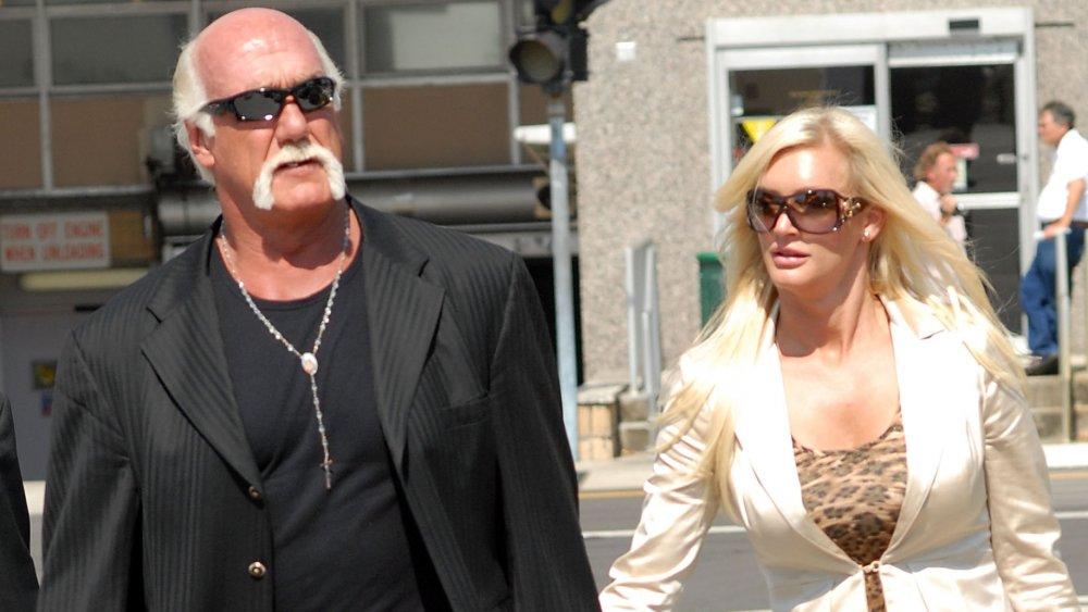 Hulk Hogan and Jennifer McDaniel leaving a courtroom