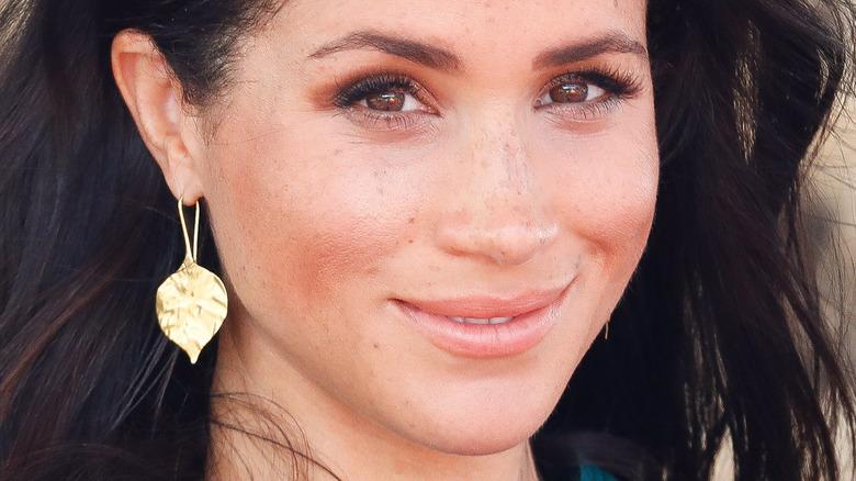 Meghan Markle gold earrings