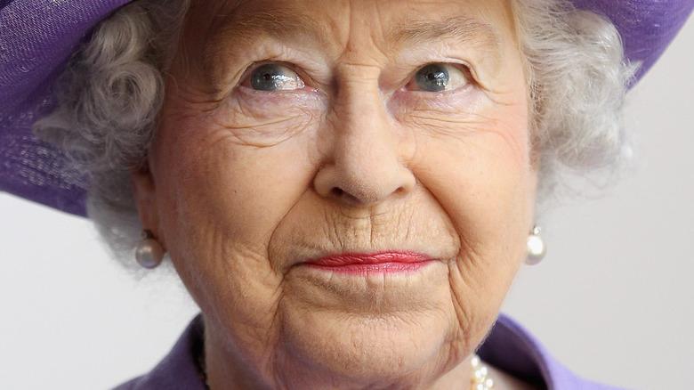 Queen Elizabeth pursed lips