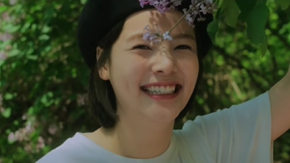 Song Yoo Jung in Standing Egg's Friend to Lover video