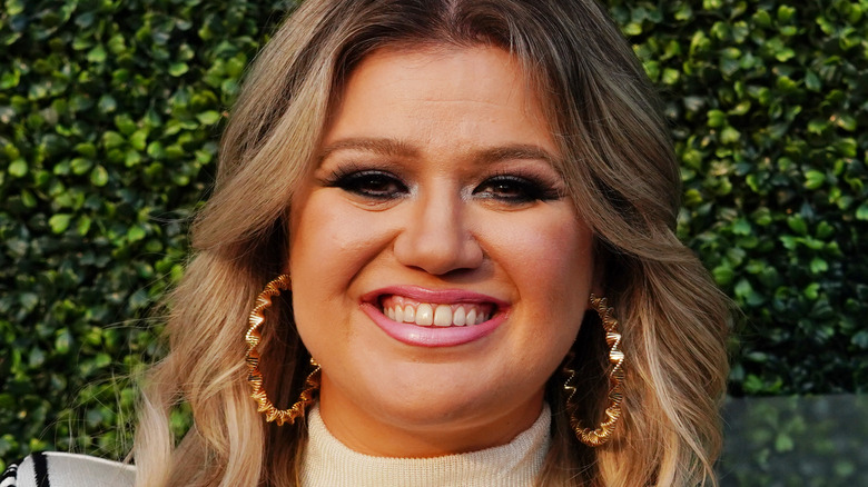 Singer Kelly Clarkson at an event