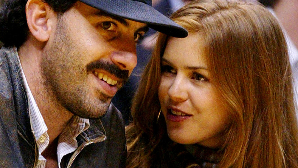 Sacha Baron Cohen and Isla Fisher chatting at a basketball game