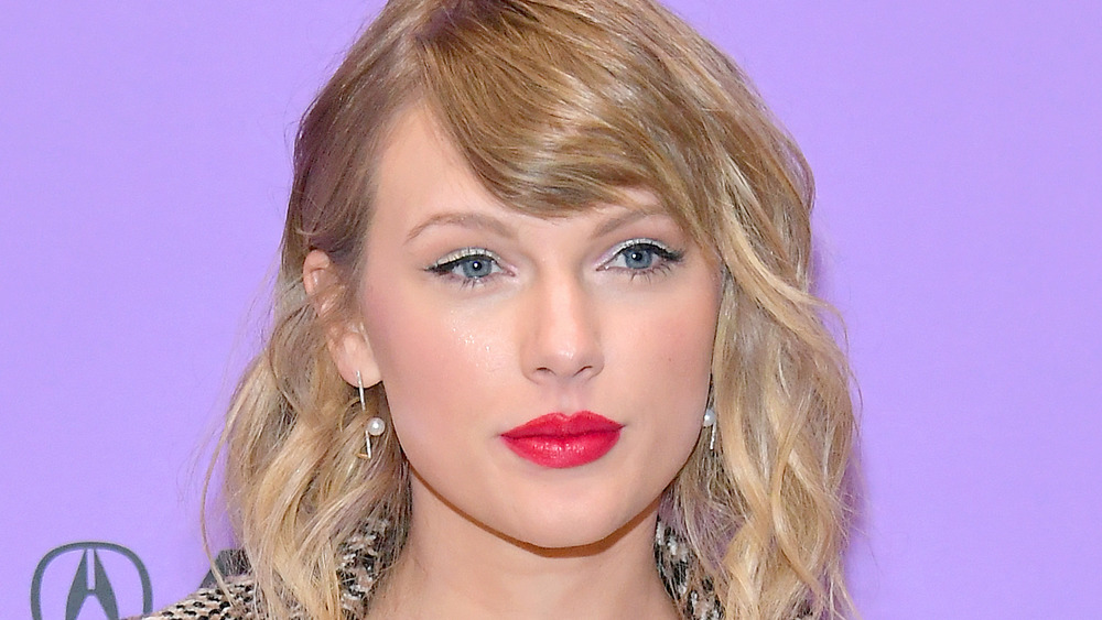 Taylor Swift posing at an event