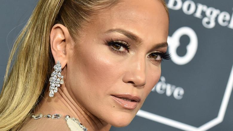 Jennifer Lopez eyelashes