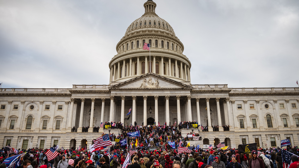 Trump supporters raid the Capitol Building
