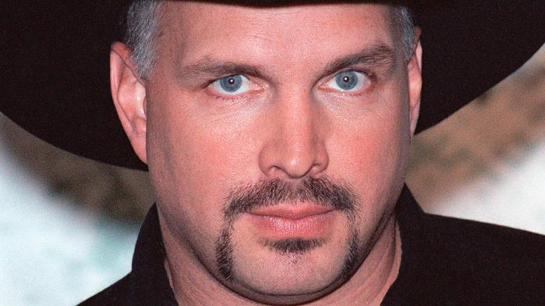 Singer Garth Brooks blue eyes goatee