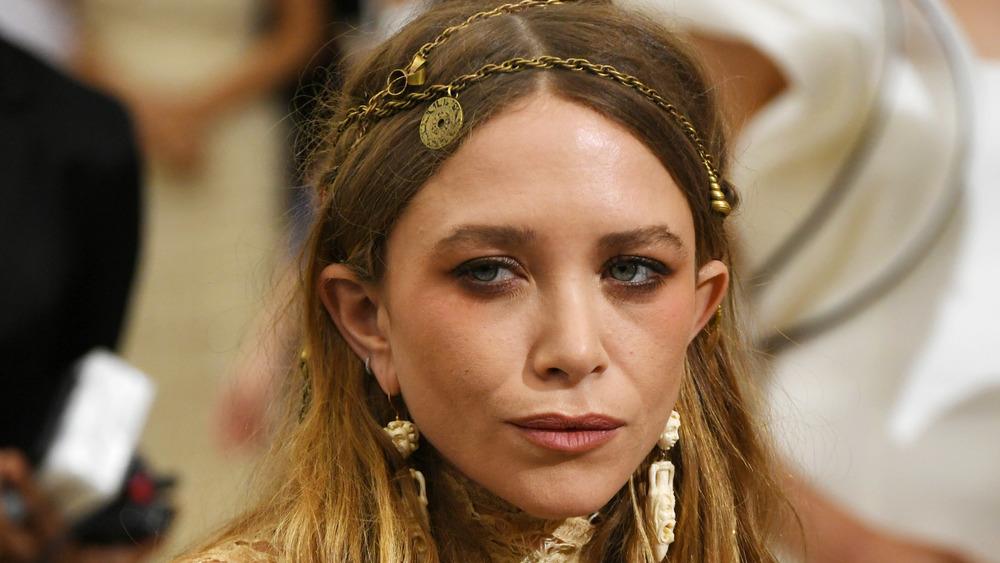 Headshot of Mary-Kate Olsen