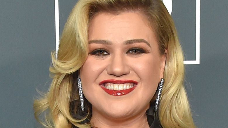 Kelly Clarkson at the 25th Annual Critics' Choice Awards in 2020