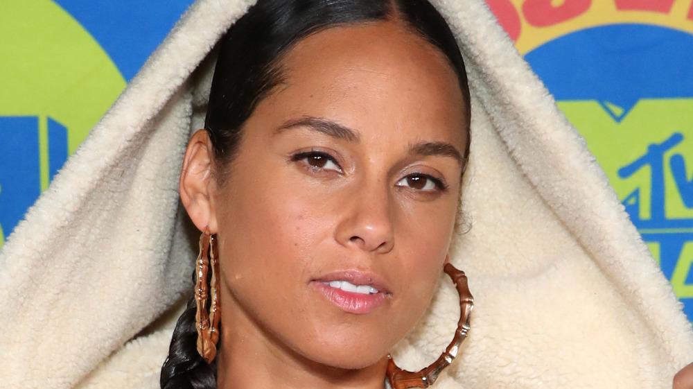 Alicia Keys posinig