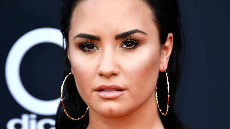 Demi Lovato, posing