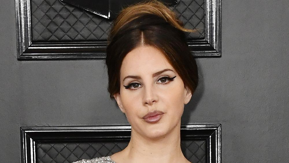 Lana Del Rey posing on red carpet