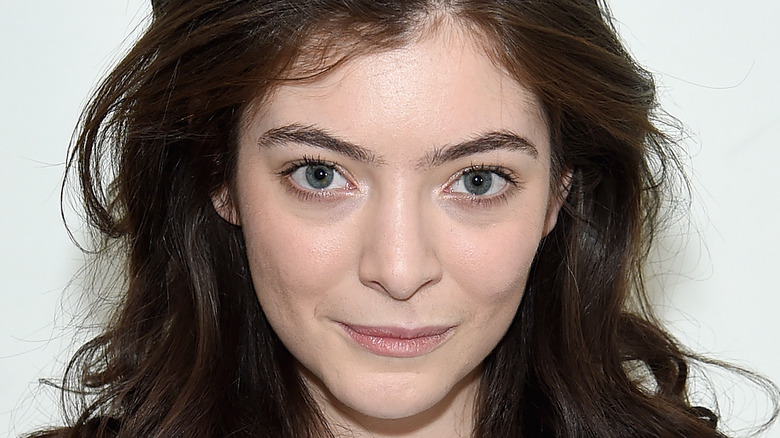 Lorde smiles on the red carpet