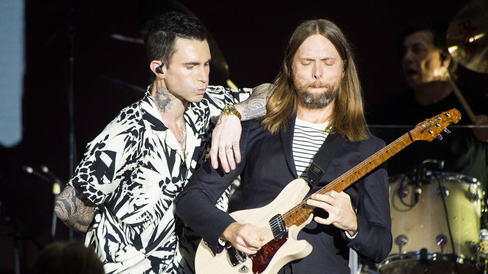 Maroon 5, Adam Levine performing