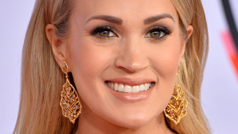 Carrie Underwood smiling at the 2018 AMAs