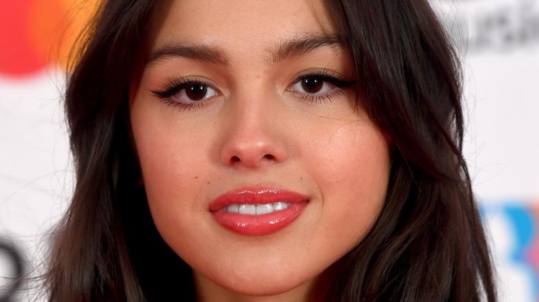 Olivia Rodrigo pink lipgloss