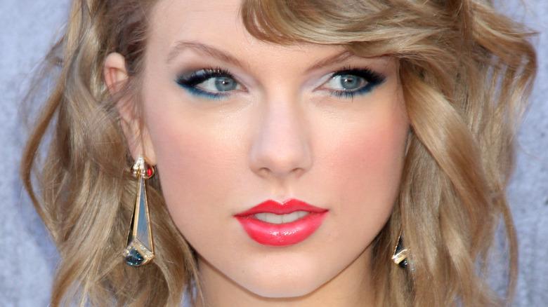 Taylor Swift slightly smiling