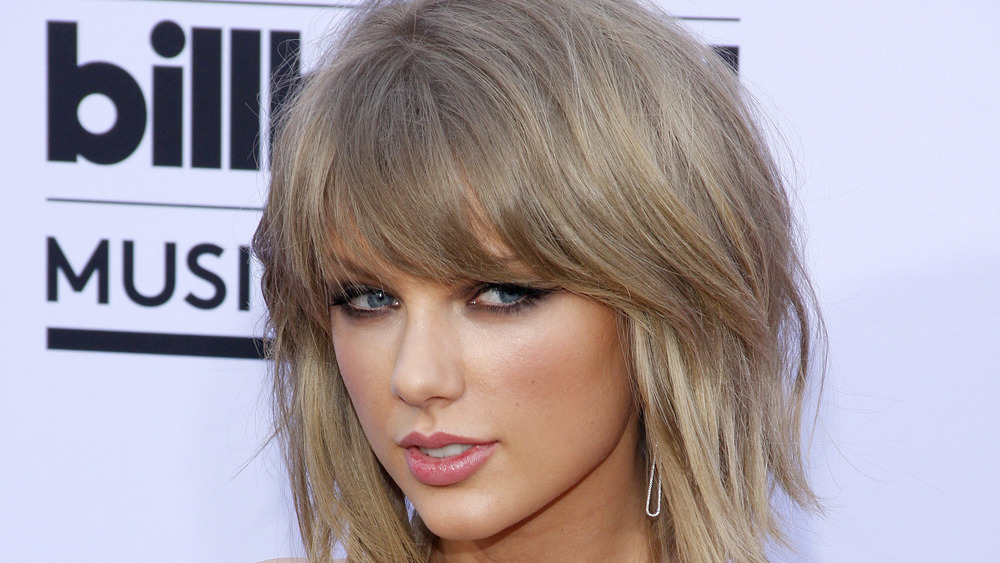 Taylor Swift on a red caroet