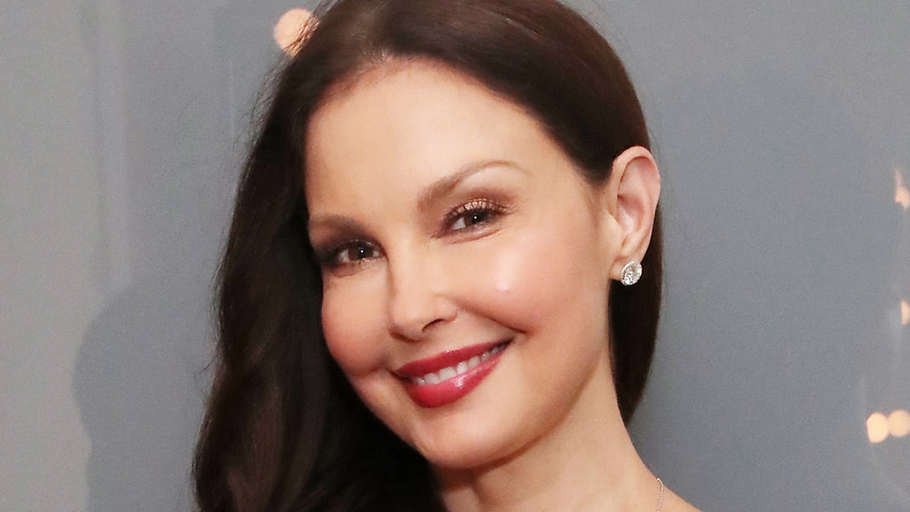 Ashley Judd posing at an event