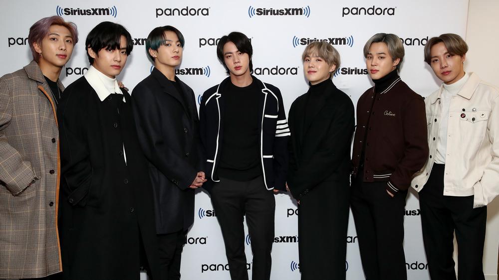 BTS pose together
