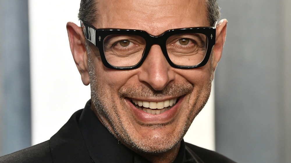 Jeff Goldblum in glasses posing at an event