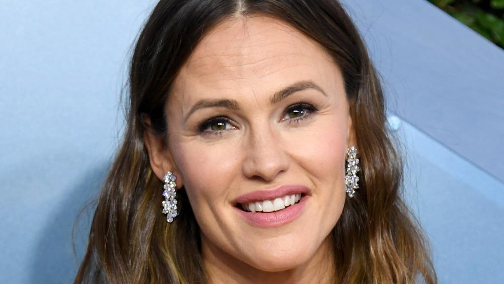 Jennifer Garner wearing silver earrings
