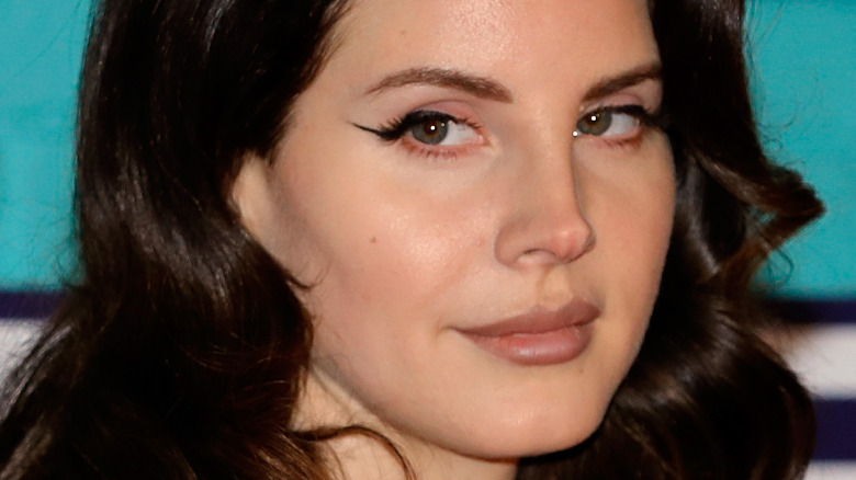 Lana Del Rey looking to the side