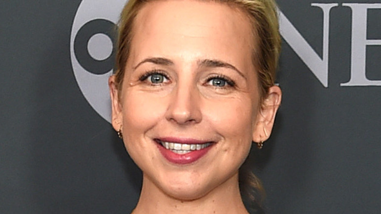 Lecy Goranson smiling on a red carpet