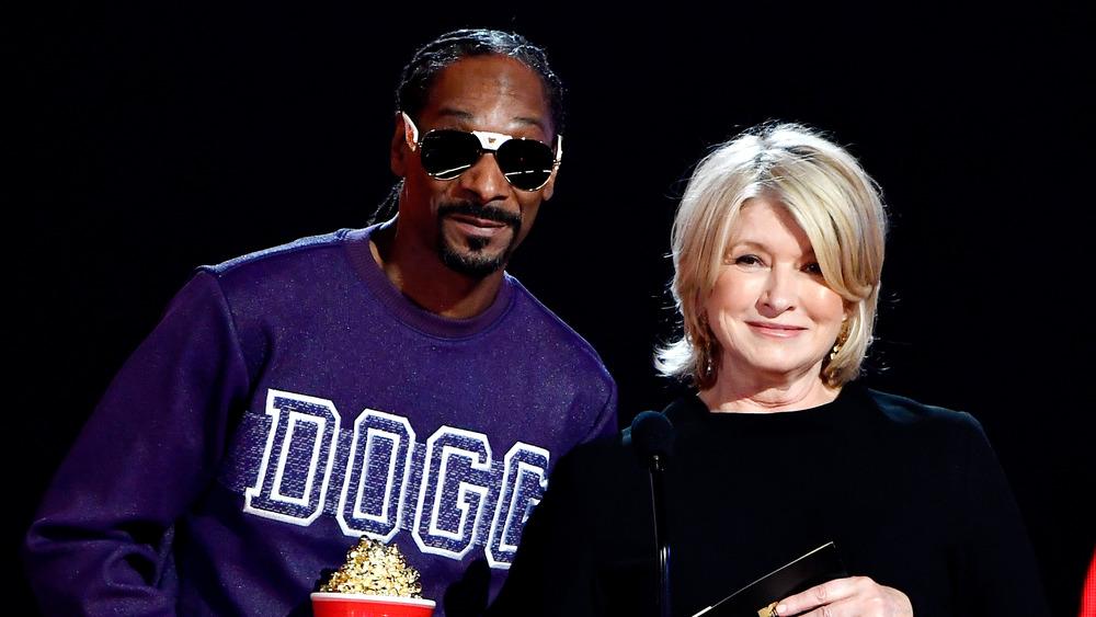 Snoop Dogg and Martha Stewart presenting an award