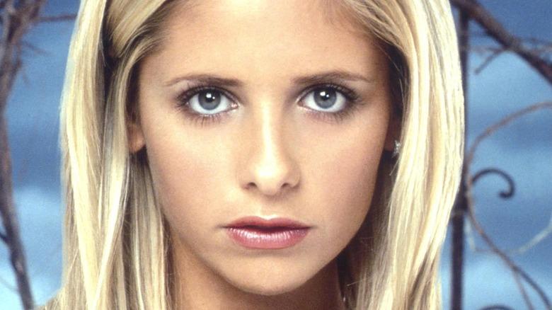 Sarah Michelle Gellar posing as Buffy the Vampire Slayer