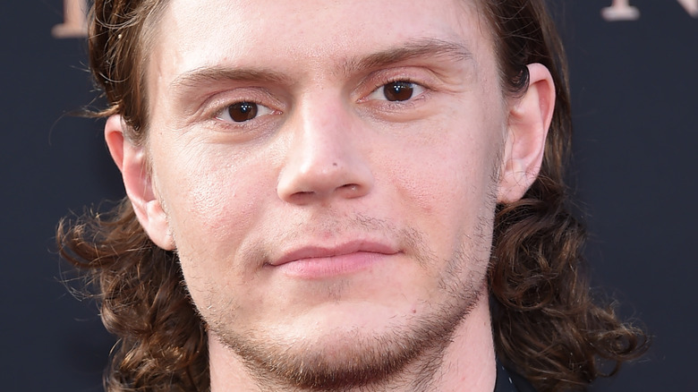 Evan Peters at event