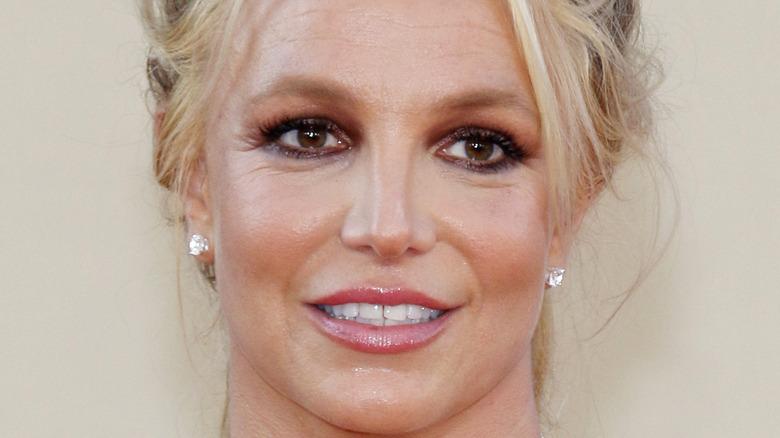 Britney Spears red dress smoky eye