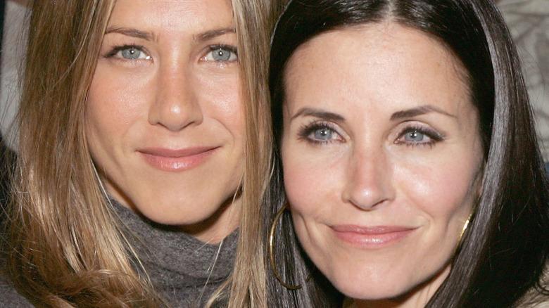 Jennifer Aniston and Courteney Cox smiling