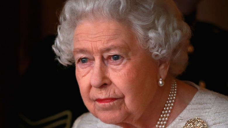Queen Elizabeth wearing pearl earrings