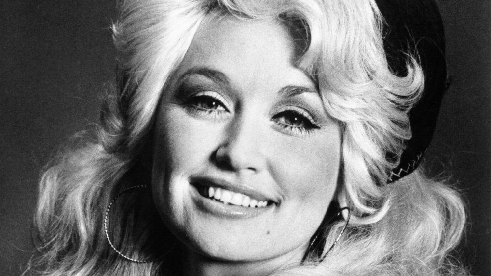 Black-and-white photo of Dolly Parton in her early 20s