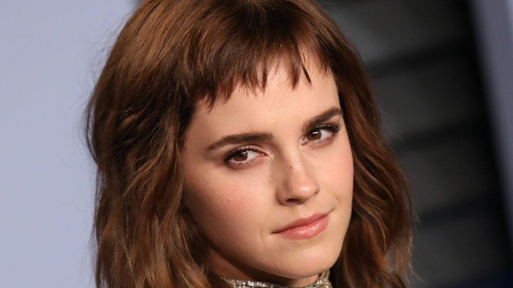 Emma Watson with short bangs, posing at the 2018 Vanity Fair Oscar Party