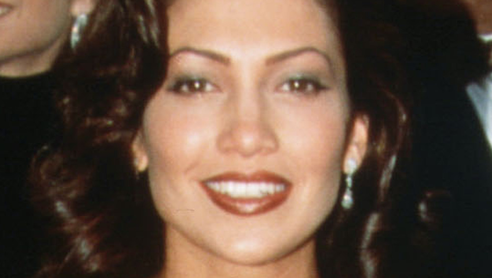 Jennifer Lopez smiling on the Oscars red carpet
