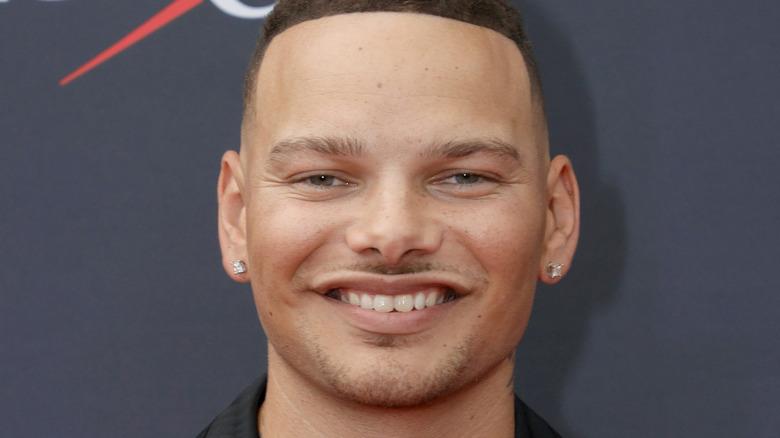 Kane Brown, smiling, 2021 red carpet