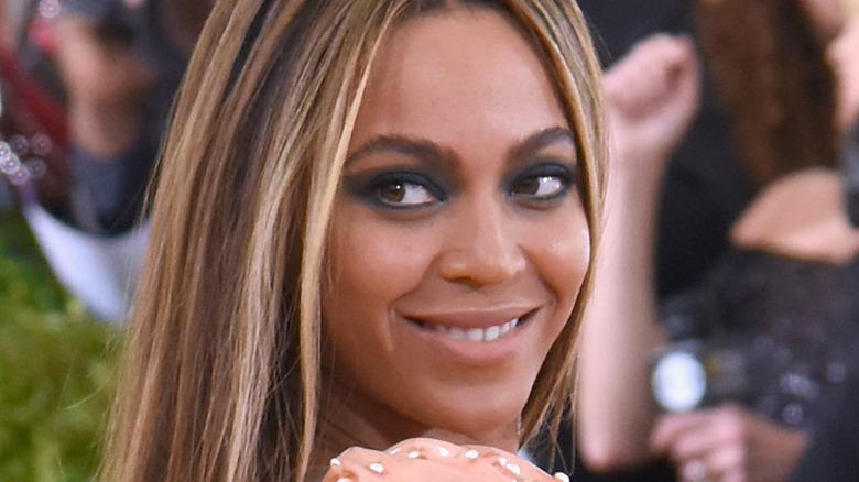 Beyoncé poses in a peach dress.