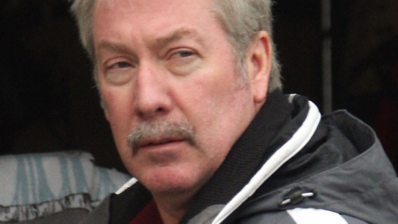 Drew Peterson in front of garbage can in 2007