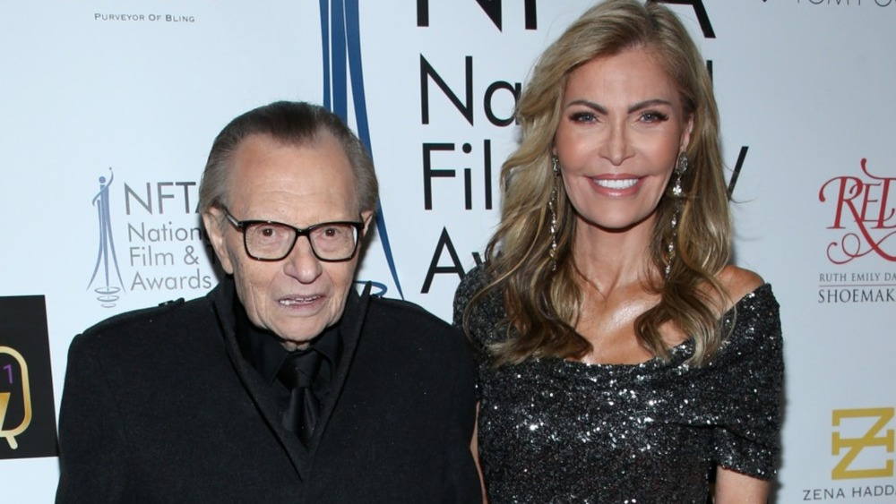 Larry King and Shawn Southwick King posing