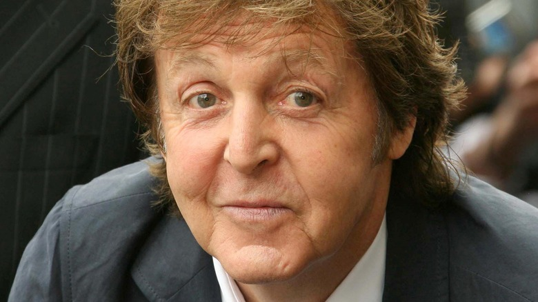 Paul McCartney, posing