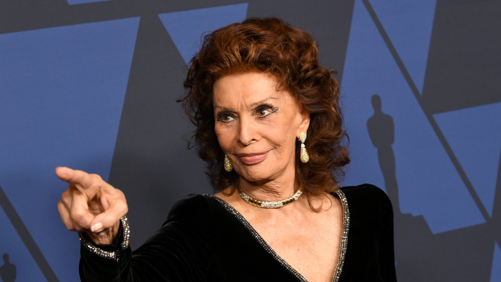 Sophia Loren pointing finger