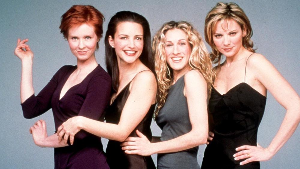 "Cynthia Nixon, Kristin Davis, Sarah Jessica Parker, Kim Cattrall posing ""Sex and the City"""