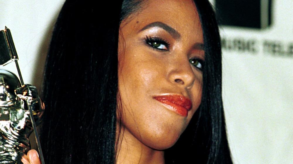 Aaliyah posing