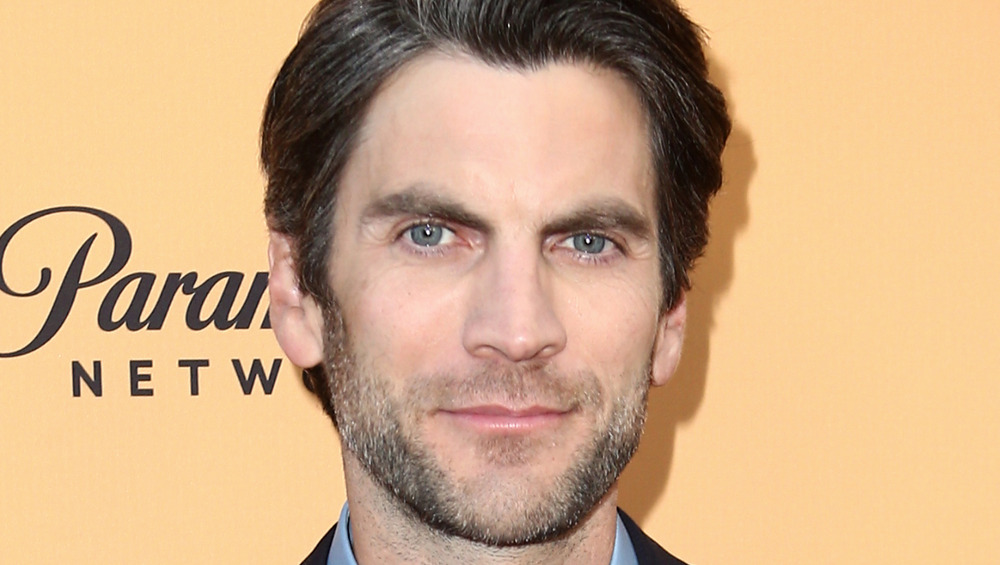 Wes Bentley smiling posing for cameras