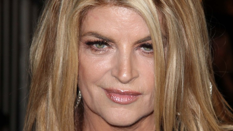 Kirstie Alley posing on the red carpet