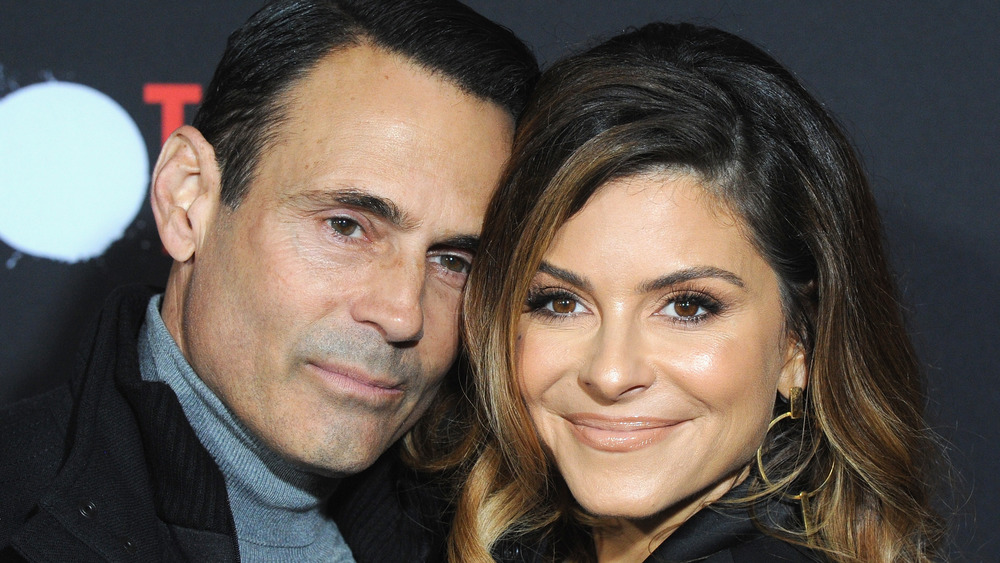 Maria Menounos and Keven Undergaro embracing on the red carpet